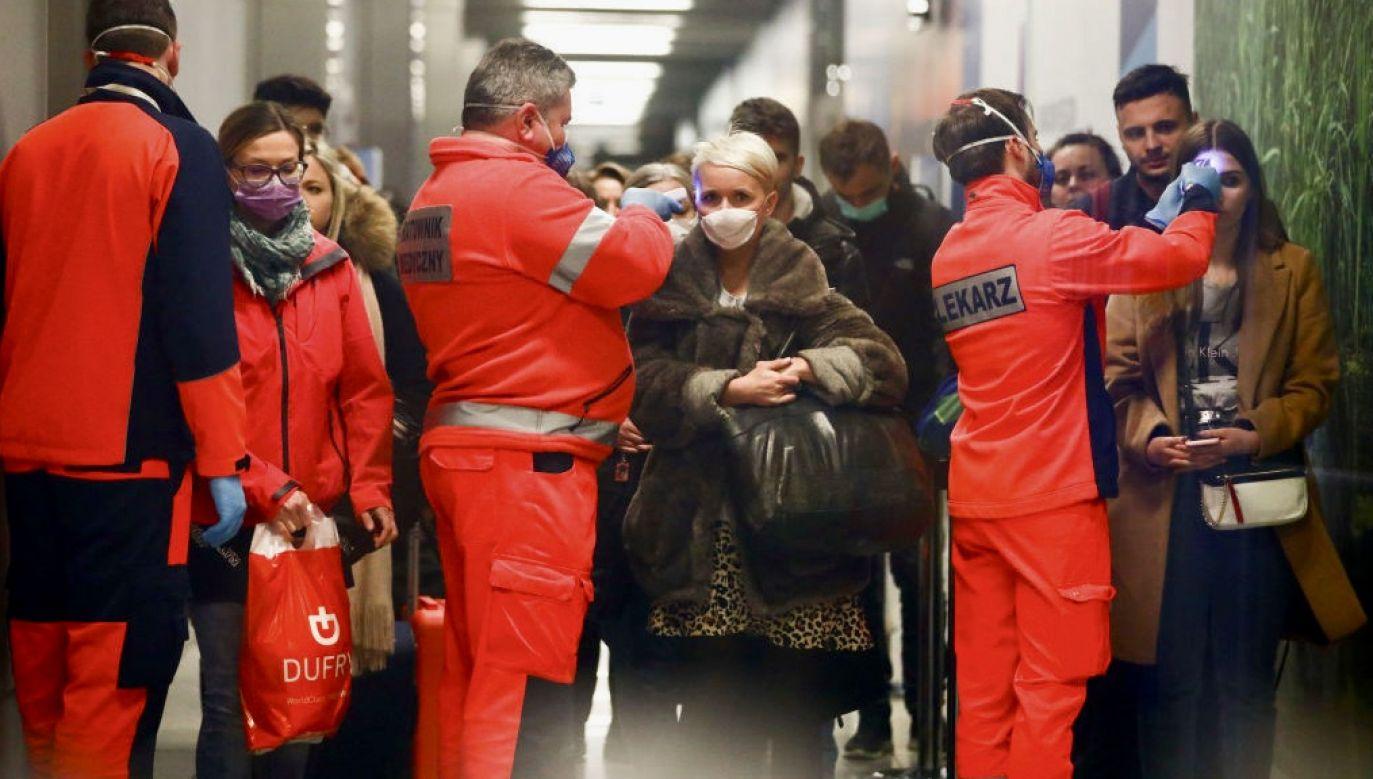 Zarażenia częściej obawiają się kobiety niż mężczyźni (fot. Beata Zawrzel/NurPhoto via Getty Images, zdjęcie ilustracyjne)