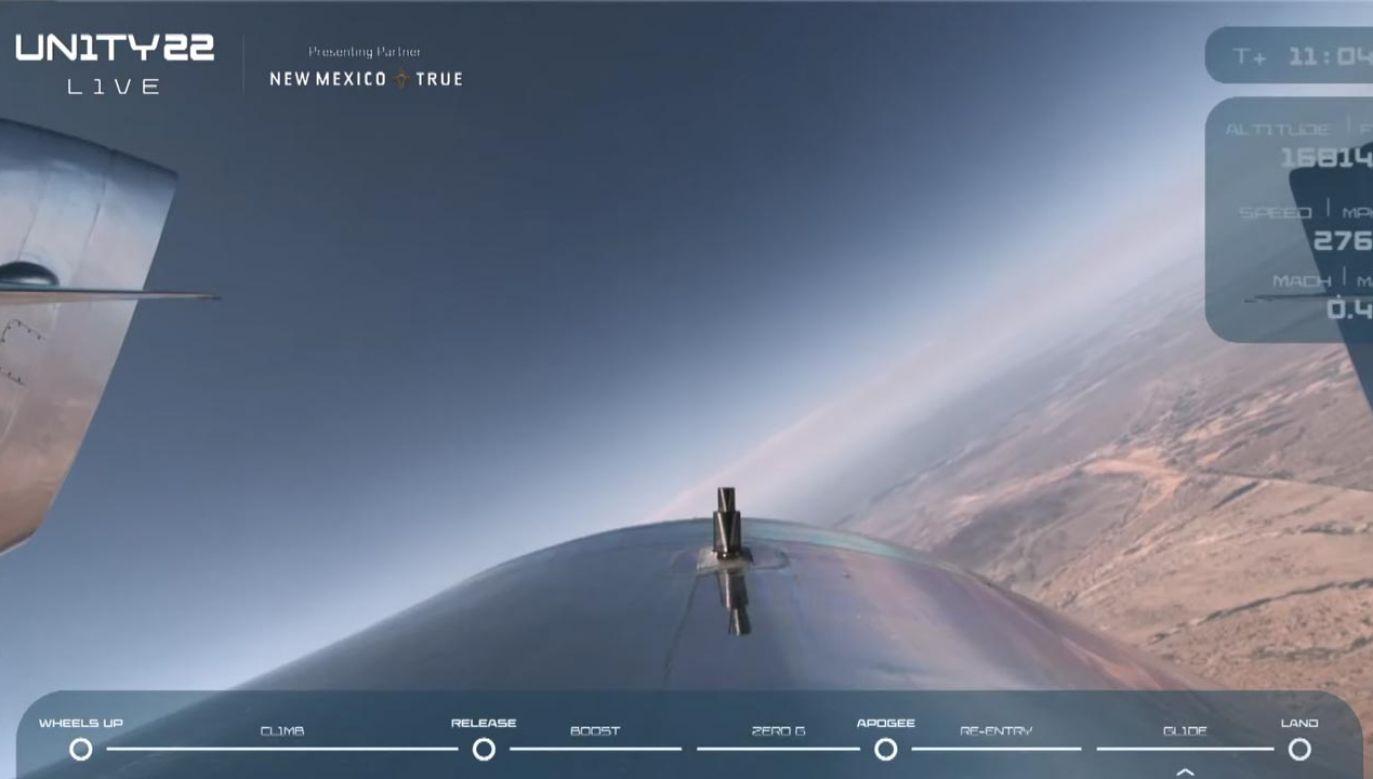 Pierwszą podróż kosmicznego turysty dobiegła końca (fot. YouTube/Virgin Galactic)