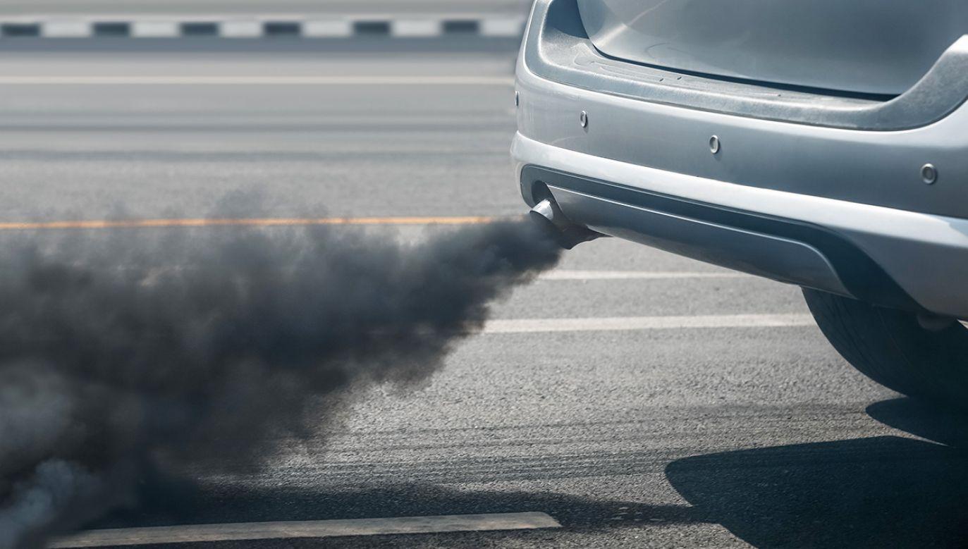 W środę muszą uważać właściciele starych aut, zanieczyszczających powietrze. (fot. Shutterstock/Toa55)