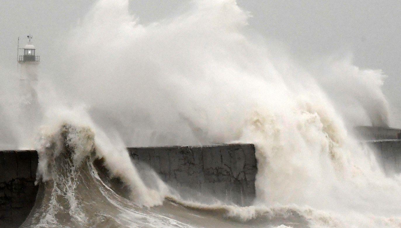 Ostrzeżenie pierwszego stopnia oznacza, że należy spodziewać się warunków sprzyjających wystąpieniu niebezpiecznych zjawisk meteorologicznych (fot. REUTERS/Toby Melville)