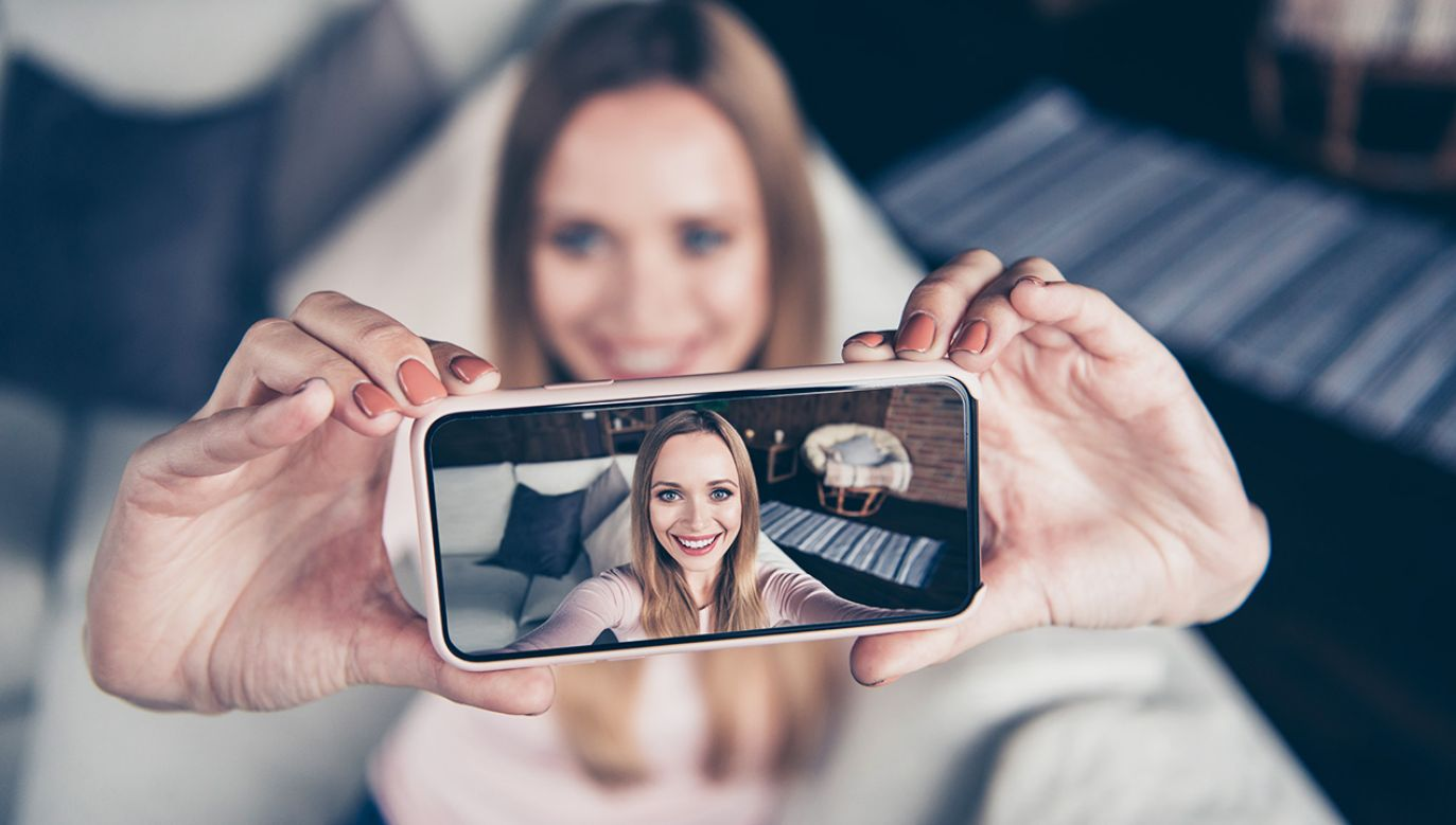 Nie po raz pierwszy naukowcy próbują wykorzystać sztuczną inteligencję do korekcji nieudanych zdjęć (fot. Shutterstock/Roman Samborskyi)