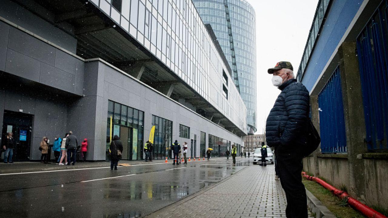 Władze rozważają uruchomienie loterii dla zaszczepionych (fot. Getty Images)