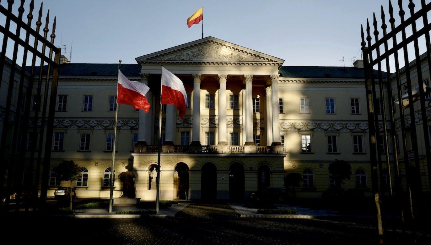 Maląg już jakiś czas temu zaoferowała Trzaskowskiemu pomoc w obsłudze wniosków (fot. REUTERS/Kacper Pempel)