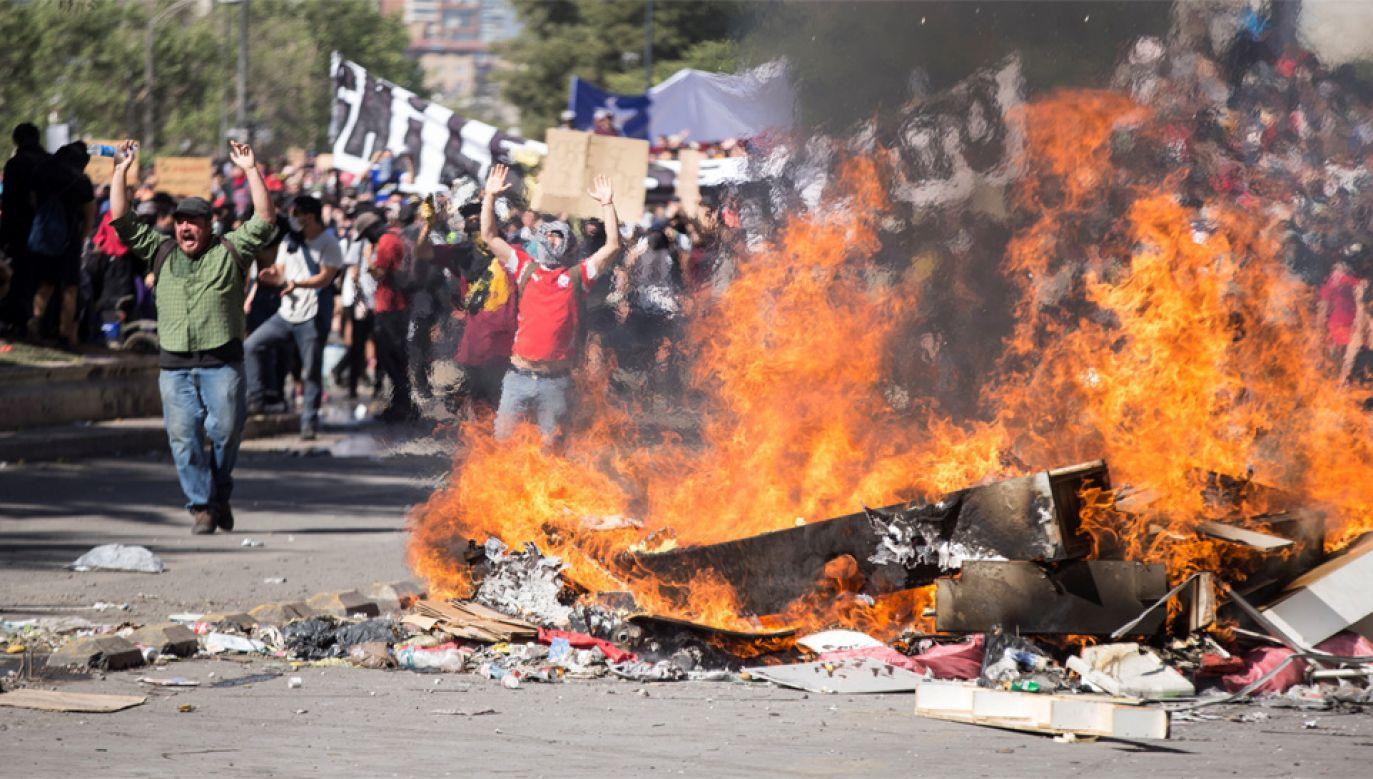 W protestach zginęło już 11 osób (fot. PAP/EPA/ALBERTO VALDES)