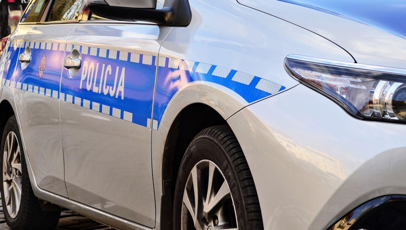 Mężczyźnie przedstawiono zarzuty fałszywego zawiadomienia o przestępstwie i składania fałszywych zeznań (fot. Shutterstock/Piotr Opoka)