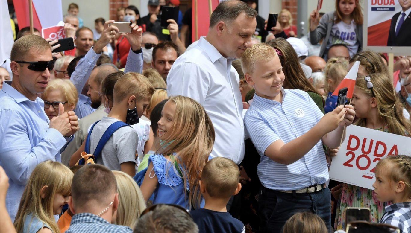 """Jak podkreślił w czwartek prezydent Andrzej Duda, chciałby, """"żeby Polska rozwijała się tak, jak rozwija się w Stargardzie"""". (fot. PAP/Marcin Bielecki)"""