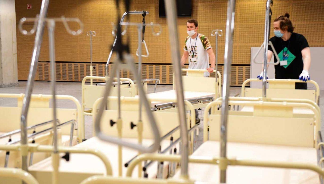 W ciągu doby przybyło 3320 ozdrowieńców (fot. PAP/Daniel Gnap)