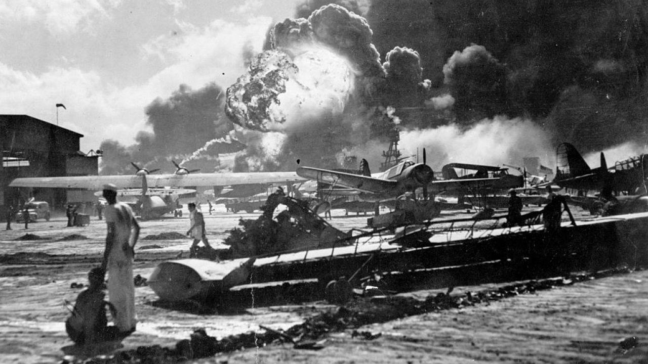 7 grudnia 1941 r. Japonia zaatakowała Pearl Harbor (fot. Fox Photos/Getty Images)