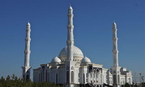 Meczet Świetego Sułtana (nazwany tak na prośbę Nursułtana Nazarbajewa) otwarty w 2012 roku jest największą światynią muzułmańską w Azji. Fot. Richard Blanshard/Getty Images