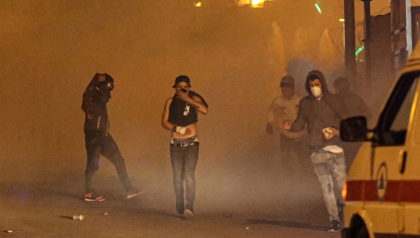 Do sobotnich zamieszek doszło po kilku tygodniach względnego spokoju (fot. PAP/EPA/NABIL MOUNZER)