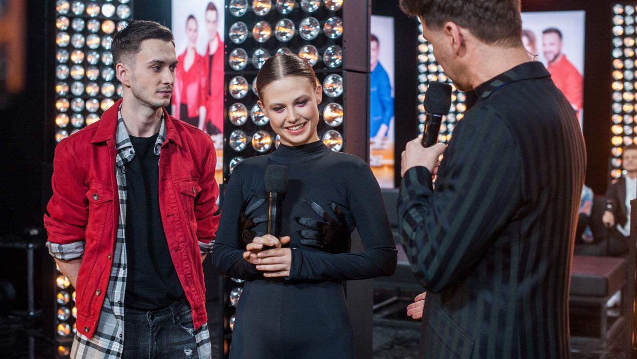 Jednak z takim wsparciem na backstage'u nie mogło pójść źle. Mateusz Łapka mocno kibicował swojej tanecznej połówce (fot. TVP/ N. Młudzik)