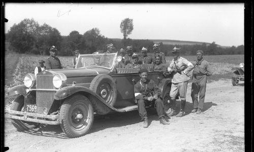 Jeden z modeli CWS T-1 trafił do prezydenta Ignacego Mościckiego. Na zdjęciu manewry w Święto Żołnierza, 18 sierpnia 1932 roku. Kierownictwo ćwiczeń w polskim samochodzie CWS T1. Fot. NAC/Archiwum fotograficzne Narcyza Witczaka-Witaczyńskiego, sygn. 107-464-22