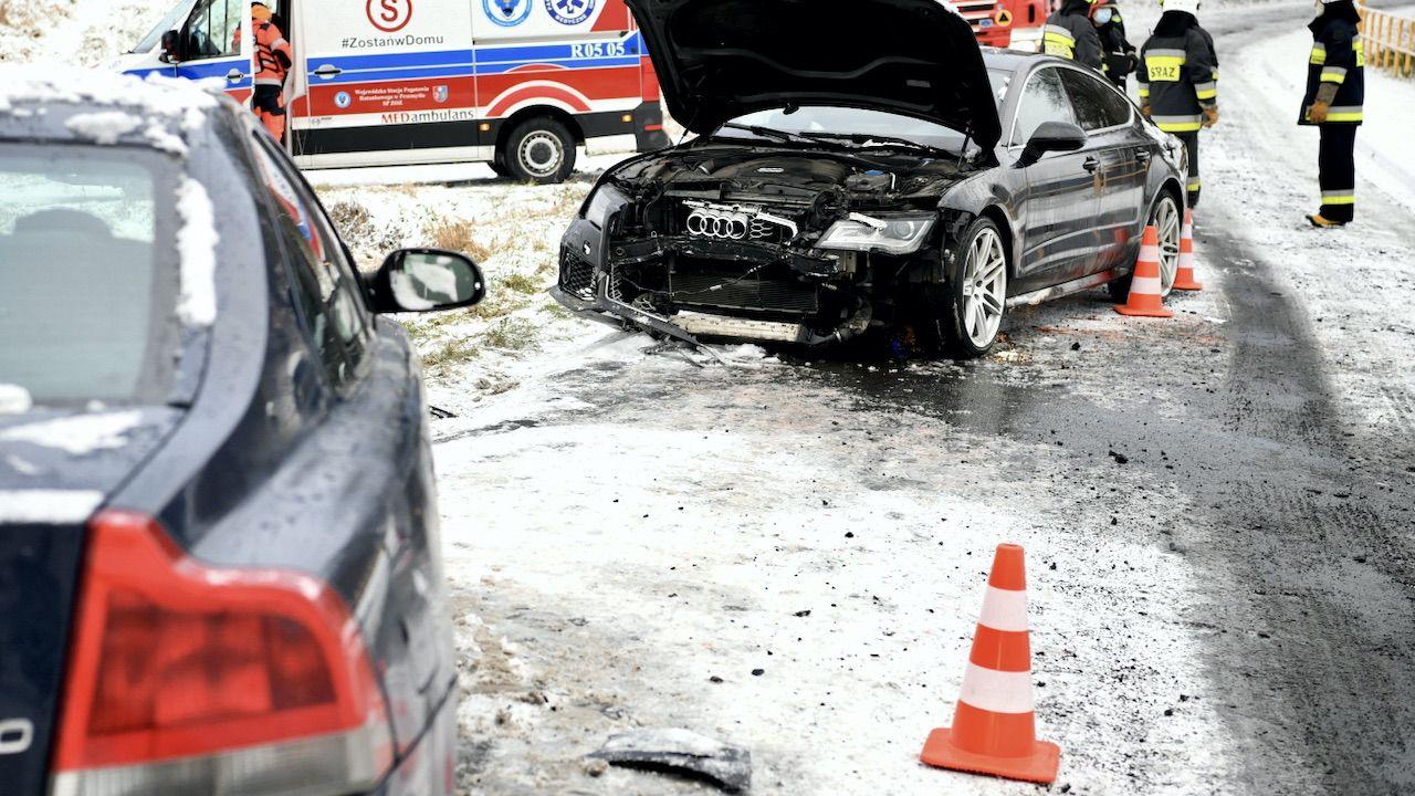 Niebezpieczny poranek na drogach całego kraju (fot. PAP/D.Delmanowicz, zdjęcie ilustracyjne)