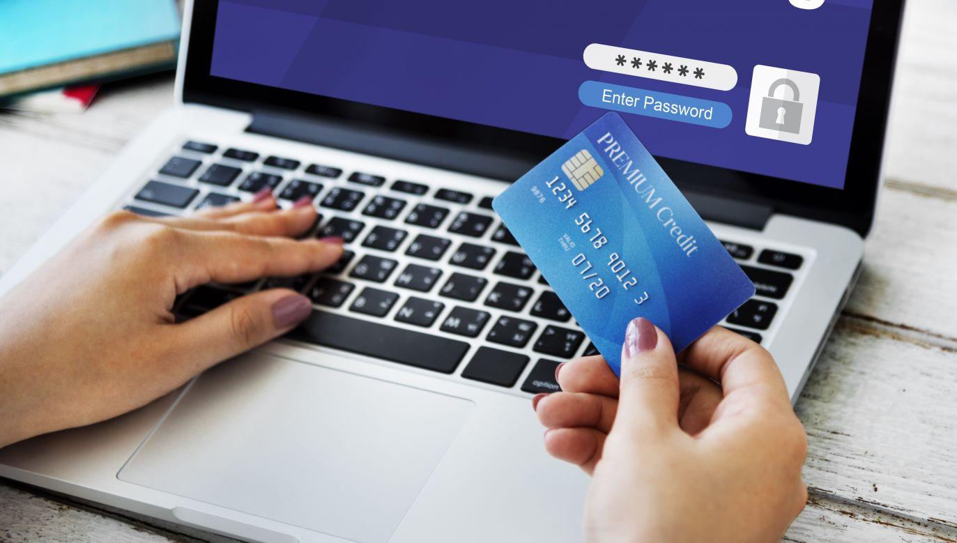 Przybywa prób kradzieży pieniędzy (fot. Shutterstock/Rawpixel.com)