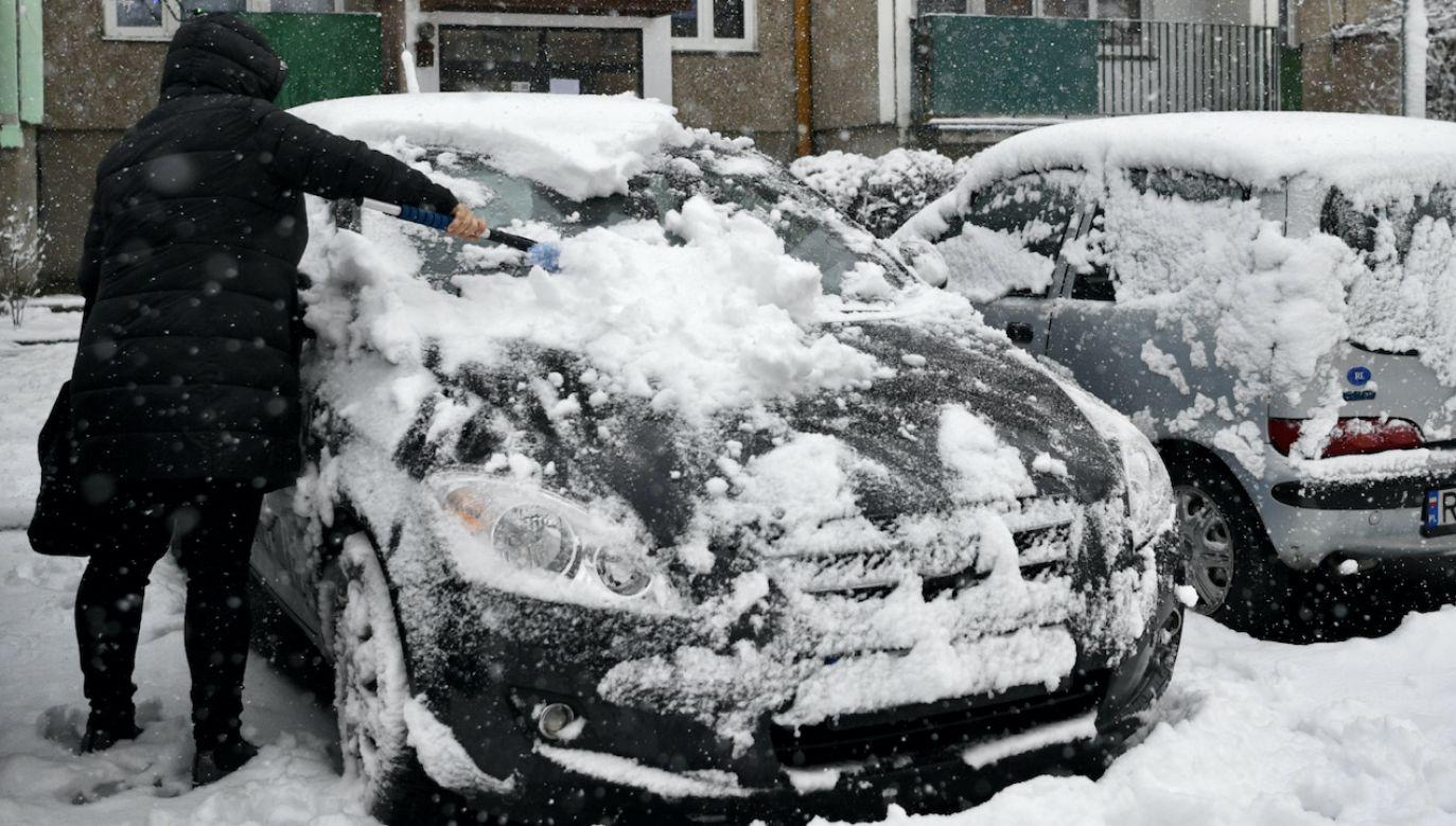 Na Podkarpaciu spadło ponad 30 cm śniegu (fot. PAP/Darek Delmanowicz)