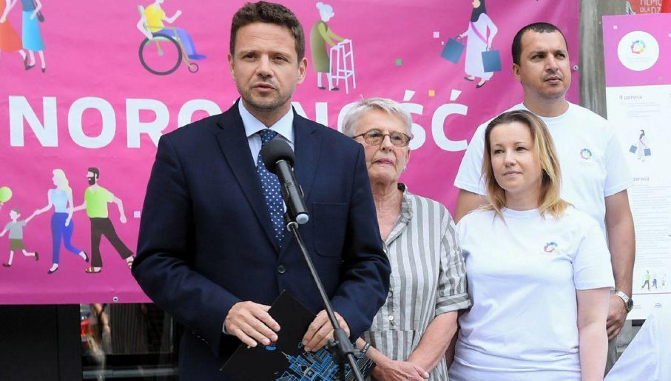 Rafał Trzaskowski (L) oraz Jolanta Lange (2L) przed konferencją prasową nt. V Warszawskich Dni Różnorodności (fot. arch. PAP/Radek Pietruszka)