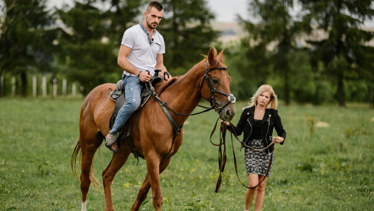 Pasjonatka jeździectwa sprawdziła jak rolnik czuje się w siodle (fot. P. Matey/TVP)