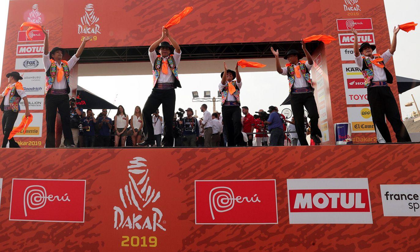 Występ artystów przed startem Rajdu Dakar 2019 w Limie, w Peru (fot. PAP/EPA/Ernesto Arias)