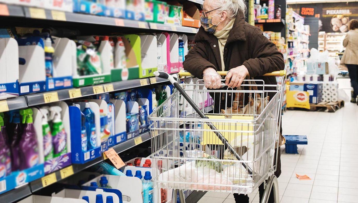 """Sieci handlowe nie będą mogły otwierać sklepów w niedzielę, udając """"placówki pocztowe"""" (fot. Shutterstock)"""