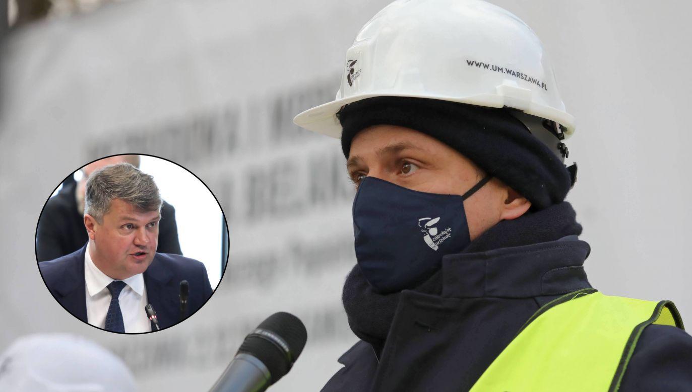 Maciej Wąsik (wiceszef MSWiA) i Rafał Trzaskowski (prezydent Warszawy) (fot. PAP/Tomasz Gzell)