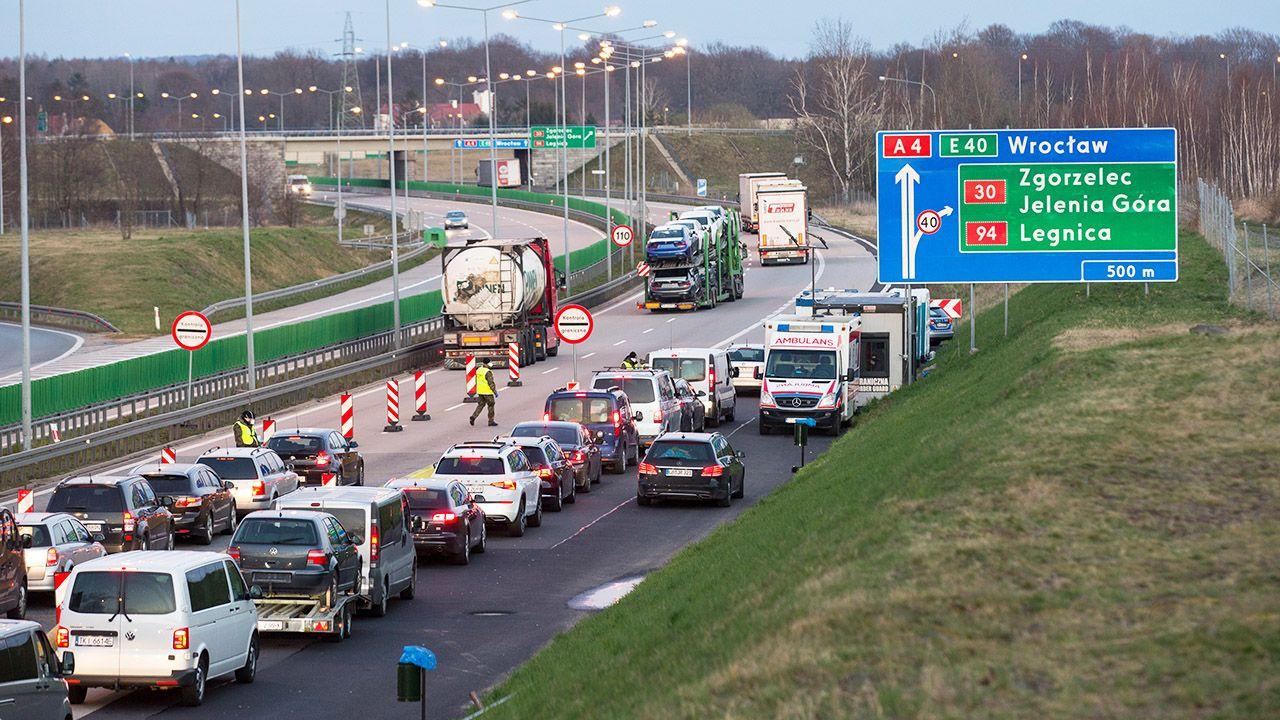 Zmiana zasad przekraczania polskiej granicy przez cudzoziemców (fot. Karol Serewis/SOPA/LightRocket/Getty Images)