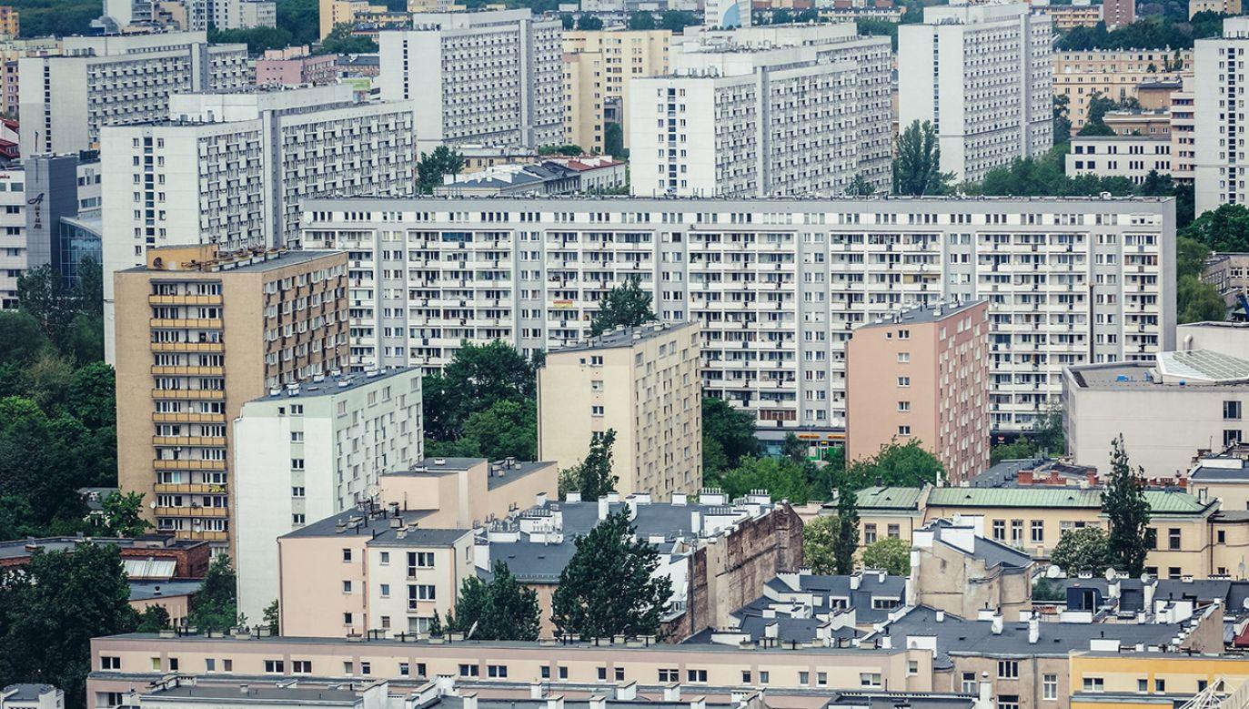 Zgodność z prawem decyzji w sprawie reprywatyzacji warszawskich nieruchomości od dwóch lat bada komisja weryfikacyjna  (fot. Shutterstock/Fotokon)