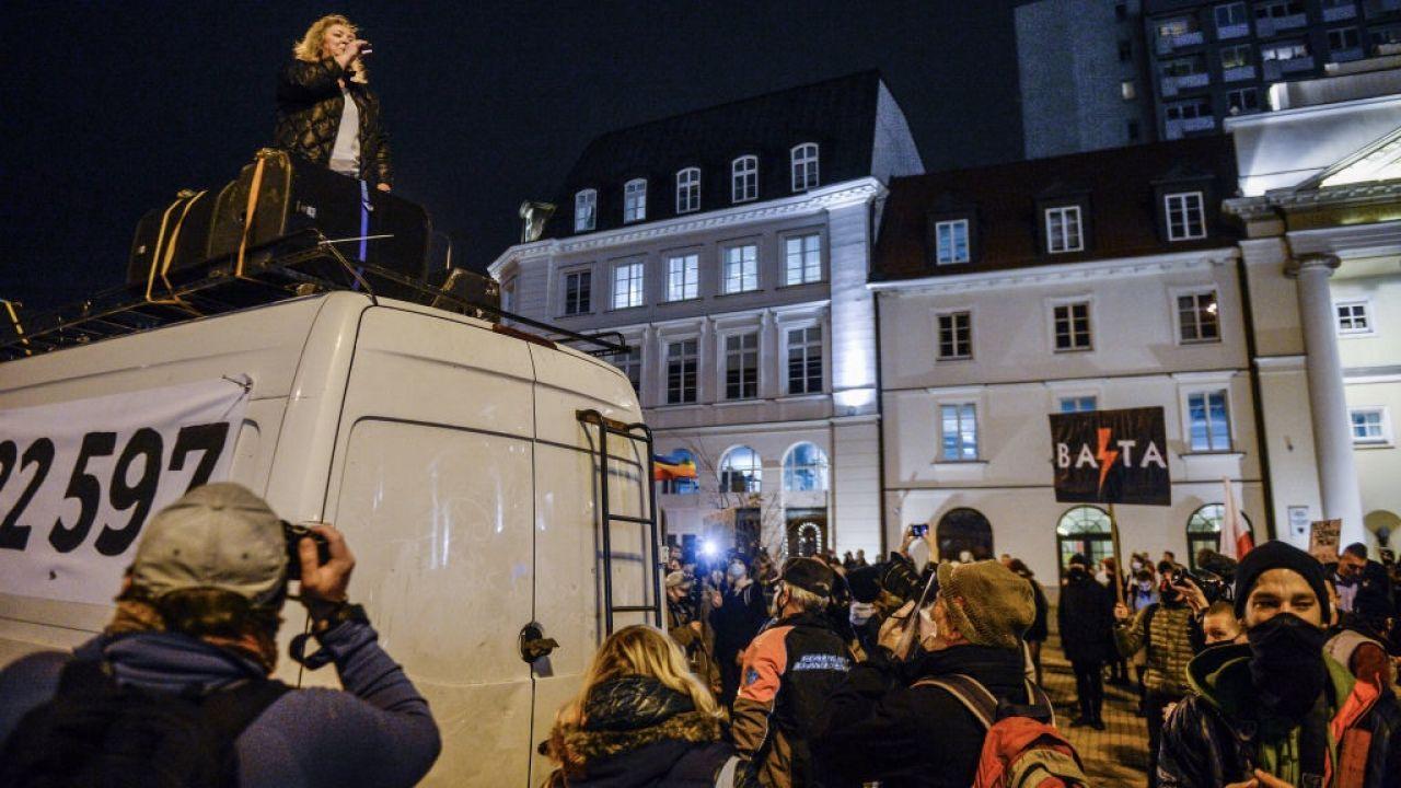 Lempart stoi na czele strajku (fot. Omar Marques/Getty Images)