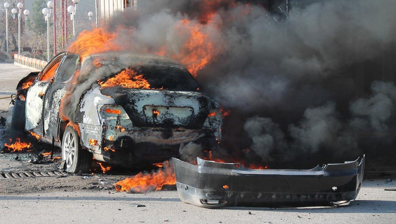 Na zaatakowanym obszarze zgromadziły się setki okolicznych mieszkańców (fot. Abdul Hadi Roshan/Anadolu Agency/Getty Images)