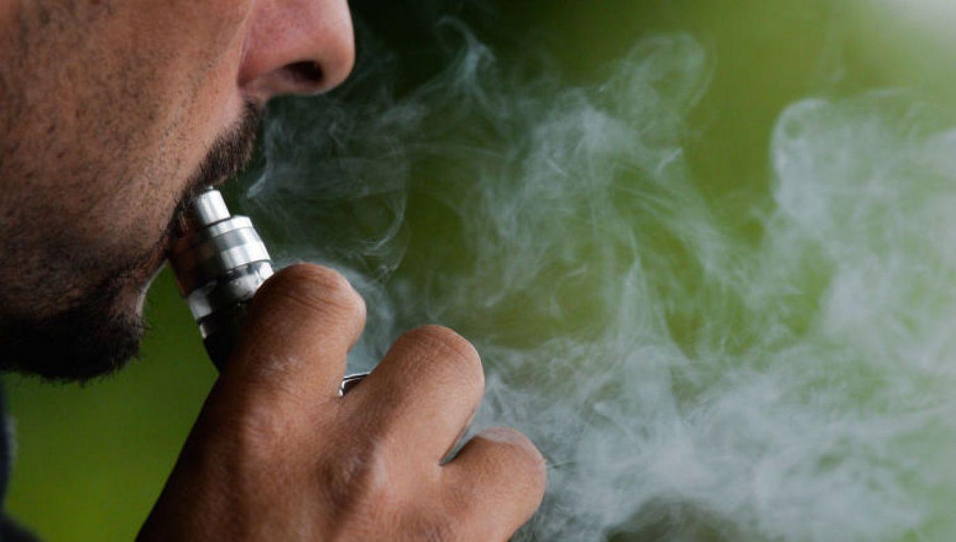 E–papierosy mniej szkodliwe od tradycyjnych (fot. Artur Widak/NurPhoto via Getty Images)
