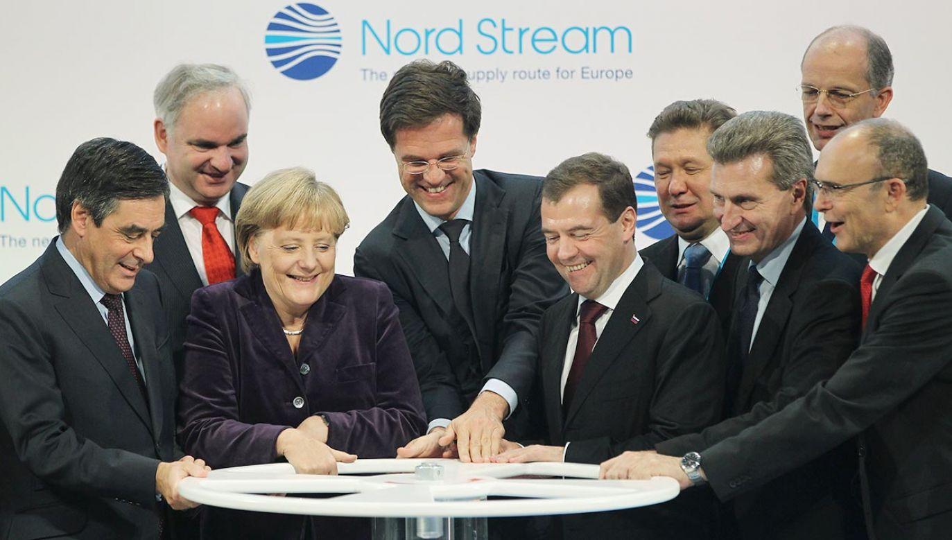 Mark Rutte wraz z Angelą Merkel i Dimitrijem Miedwiediewem otwierają rurociąg Nord Stream (fot. Sean Gallup/Getty Images)