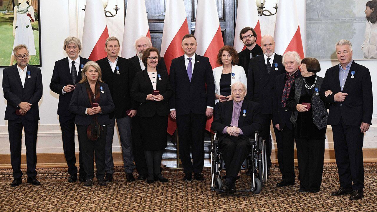 Wręczone przez prezydenta Andrzeja Dude medale są wzorowane na Medalu 10-lecia Odzyskanej Niepodległości, ustanowionego w 1928 r. (fot. PAP/Radek Pietruszka)