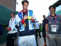Andy Murray ze złotym medalem za zwycięstwo w finale singla (fot. Getty Images)