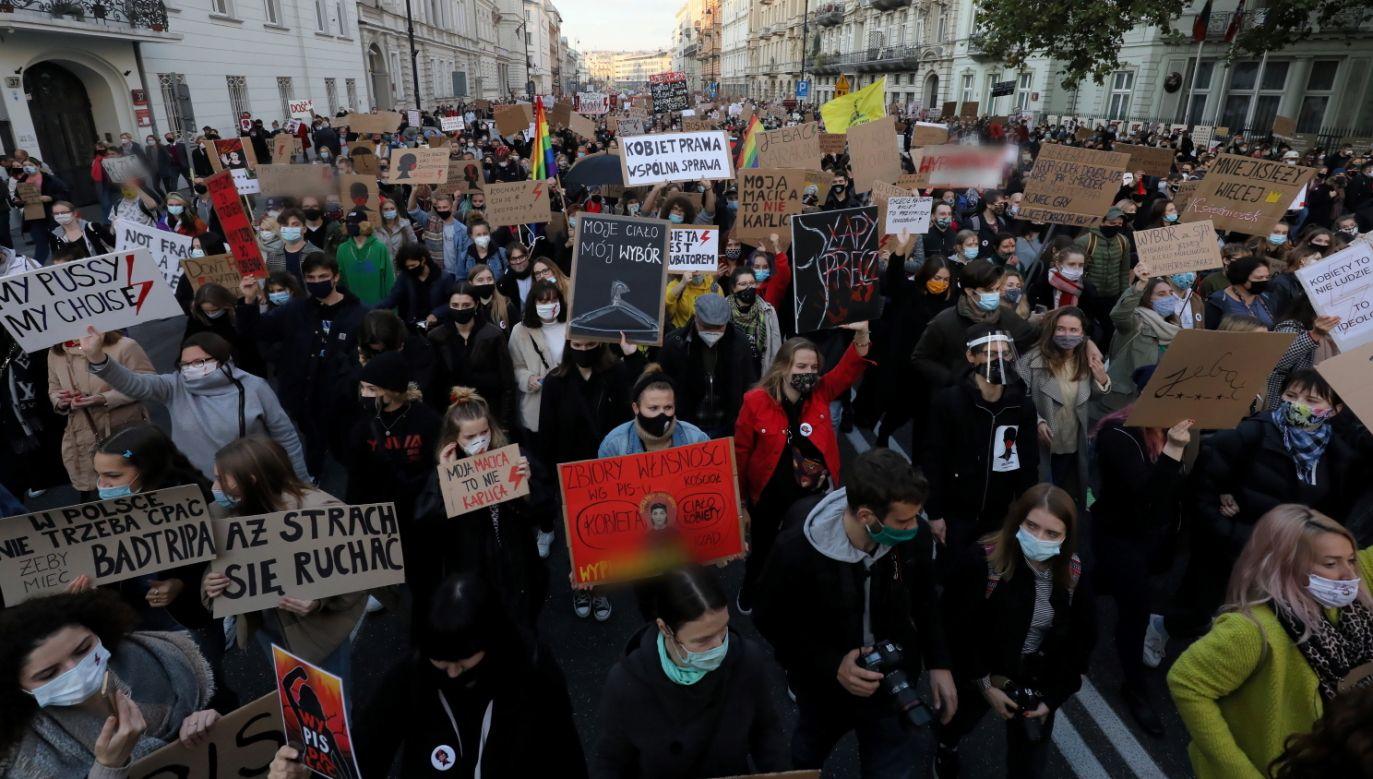 Protesty w Polsce. Jaki będzie ich wpływ na rozprzestrzenianie koronawirusa? (fot. PAP/Paweł Supernak)