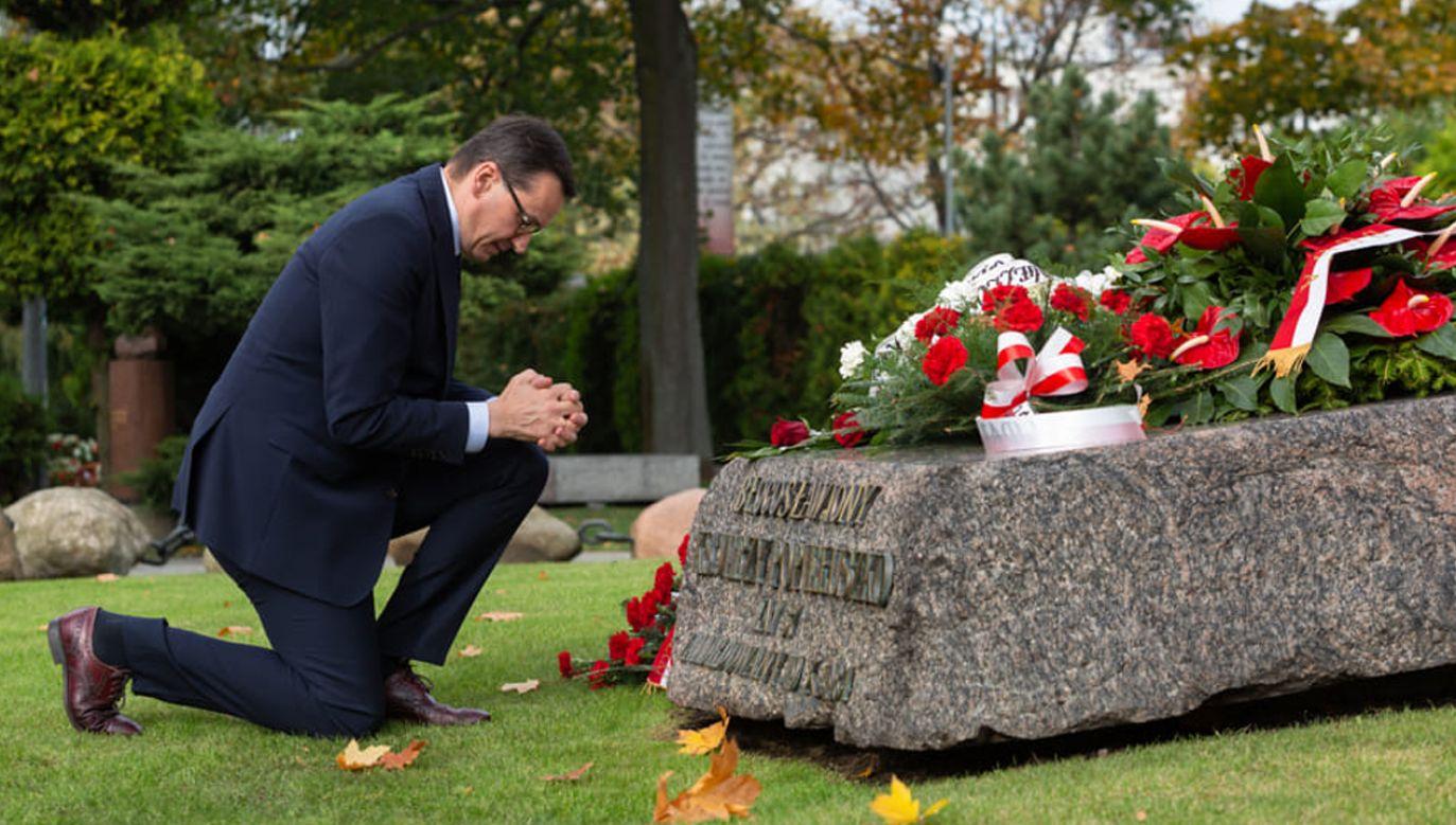 Premier Mateusz Morawiecki złożył kwiaty na grobie bł. ks. Jerzego Popiełuszki (fot. Twitter/KPRM)