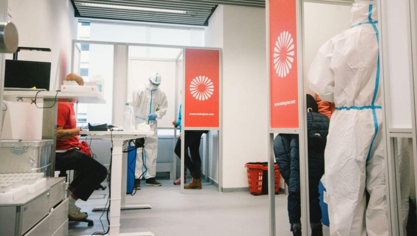 Najpierw weekend testy mają objąć tylko trzy powiaty, te, w których sytuacja epidemiczna jest najtrudniejsza  (fot. Ying Tang/NurPhoto via Getty Images)