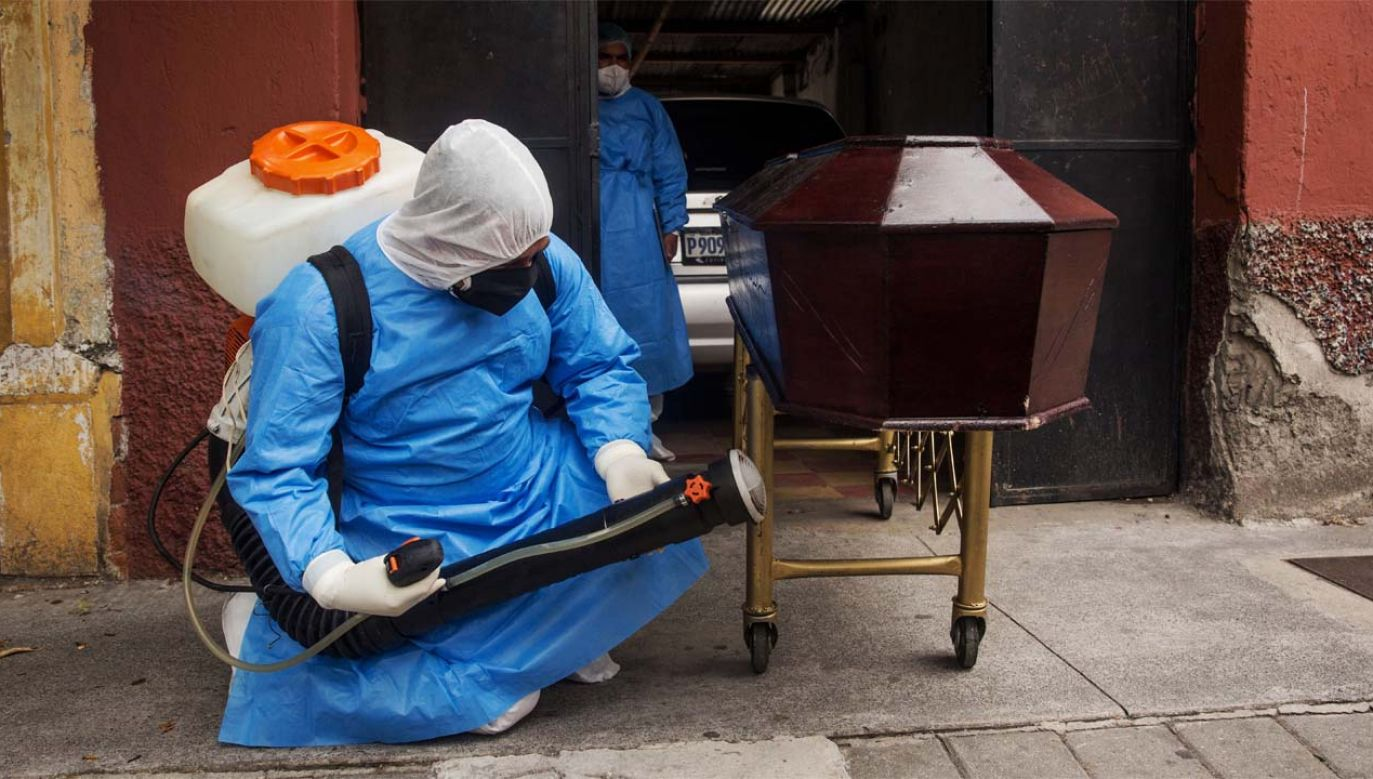 Koronawirus zabił już ponad pół miliona osób na świecie (fot. PAP/EPA/Esteban Biba)