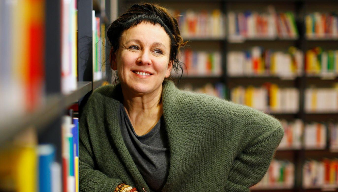 Olga Tokarczuk pozuje do zdjęć 10 paździenika 2019 roku, po tym, gdy otrzymała informację, że została nagrodzona Nagrodą Nobla w dziedzinie literatury za 2018 rok. Fot. REUTERS/Thilo Schmuelgen