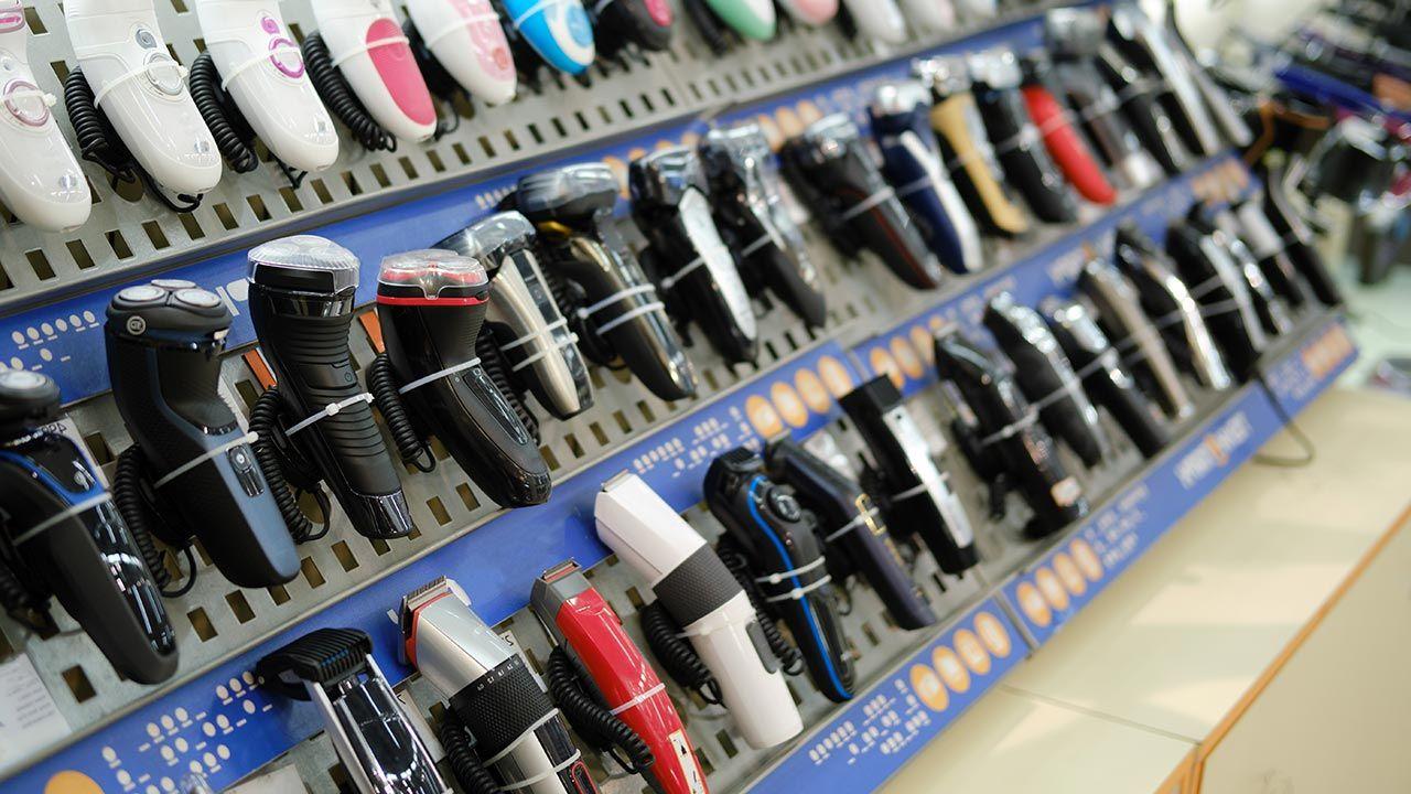 Recydywista kradł maszynki do golenia ze sklepów w Pile (fot. Shutterstock/Zhuravlev Andrey)