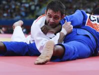 Brytyjczyk Winston Gordon przegrał w swojej drugiej walce z Rosjaninem Denisovem (fot. PAP/EPA)