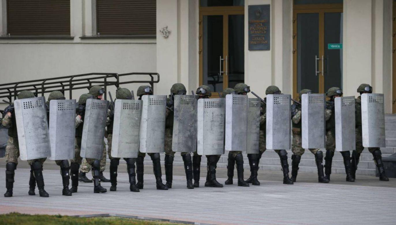 """Dlaczego dziennikarz """"Krytyki politycznej"""" zamieszczał szczegółowe informacje o zatrzymanym? (fot.Natalia Fedosenko\TASS via Getty Images)"""
