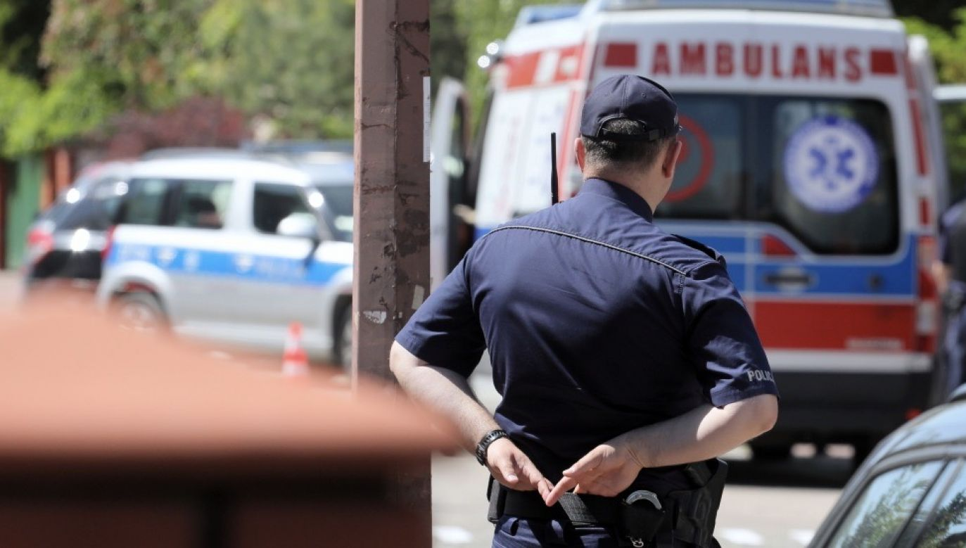 Pasażer wziął młoteczek, który znajdował się przy oknie, wybił szybę i wyskoczył  w momencie kiedy autobus zbliżał się do ronda i nie miał dużej prędkości (fot. PAP/Paweł Supernak, zdjęcie ilustracyjne)