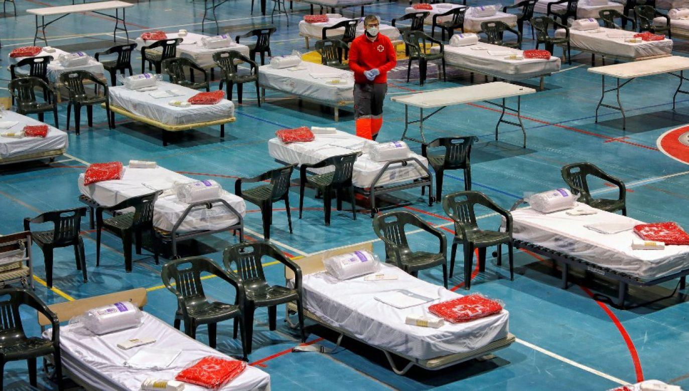 Świat zmaga się z epidemią (fot. PAP/EPA/Susanna Saez)