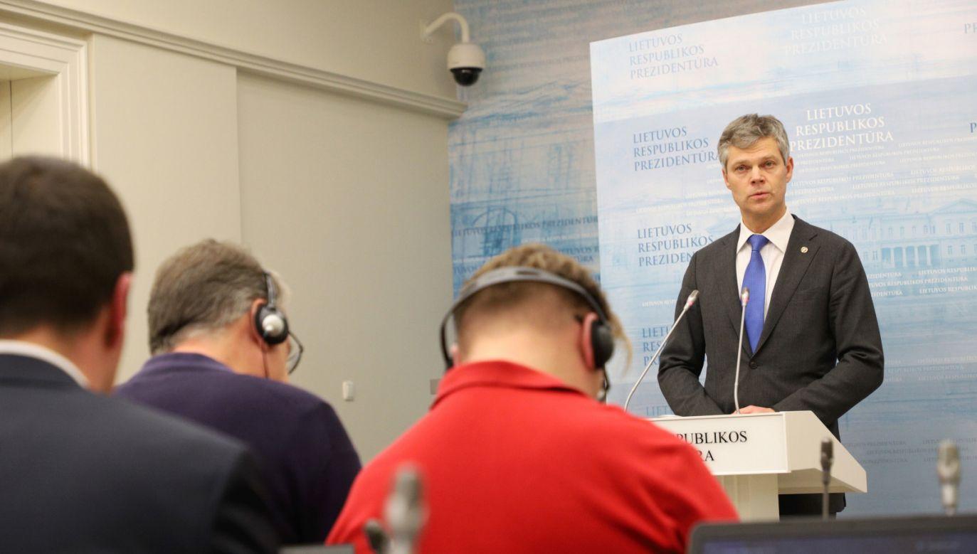 Szef litewskiego kontrwywiadu Darius Jauniskis poinformował o wymianie szpiegów na konferencji prasowej (fot. PAP/ EPA/STRINGER)