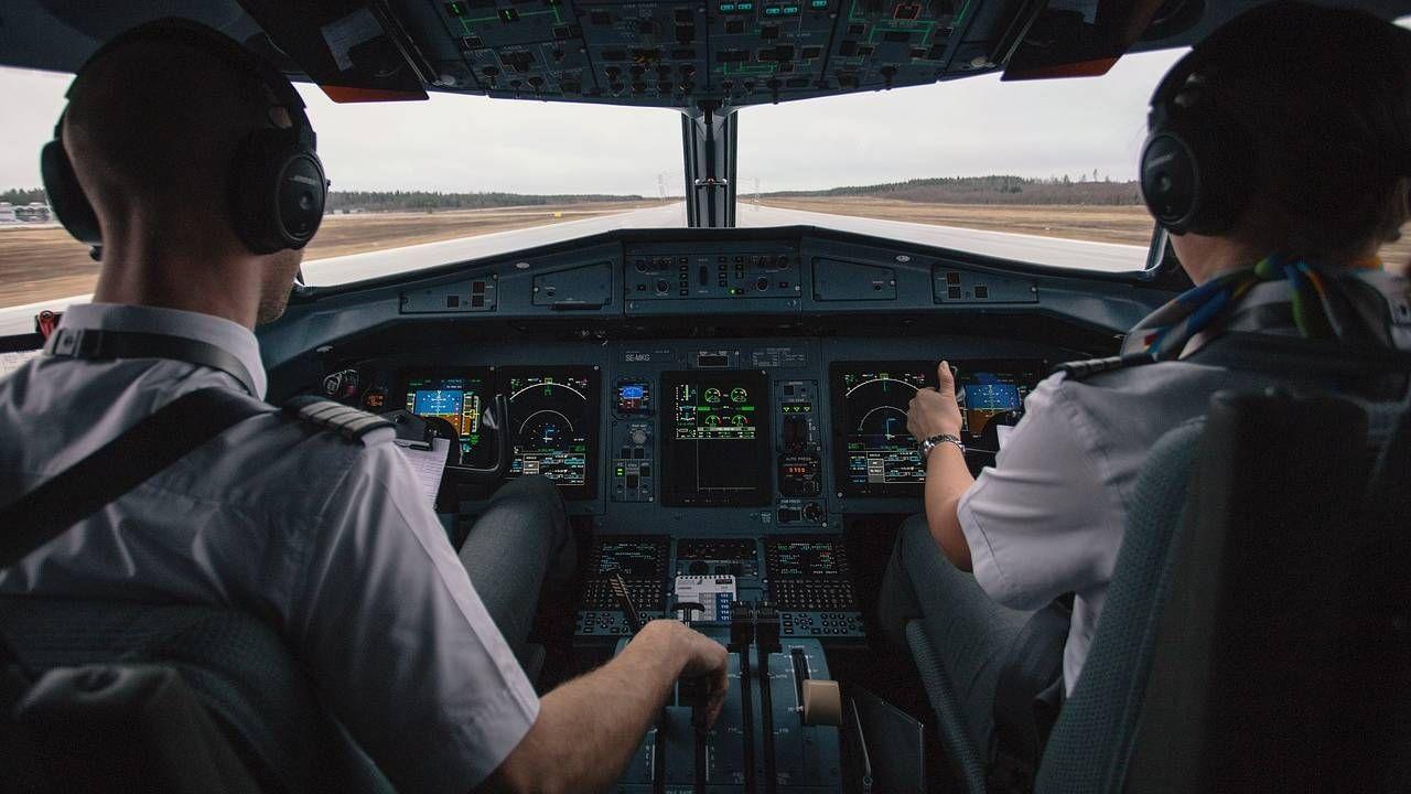 Wśród pilotów przeważają ludzie z pasją (fot. Pexels)