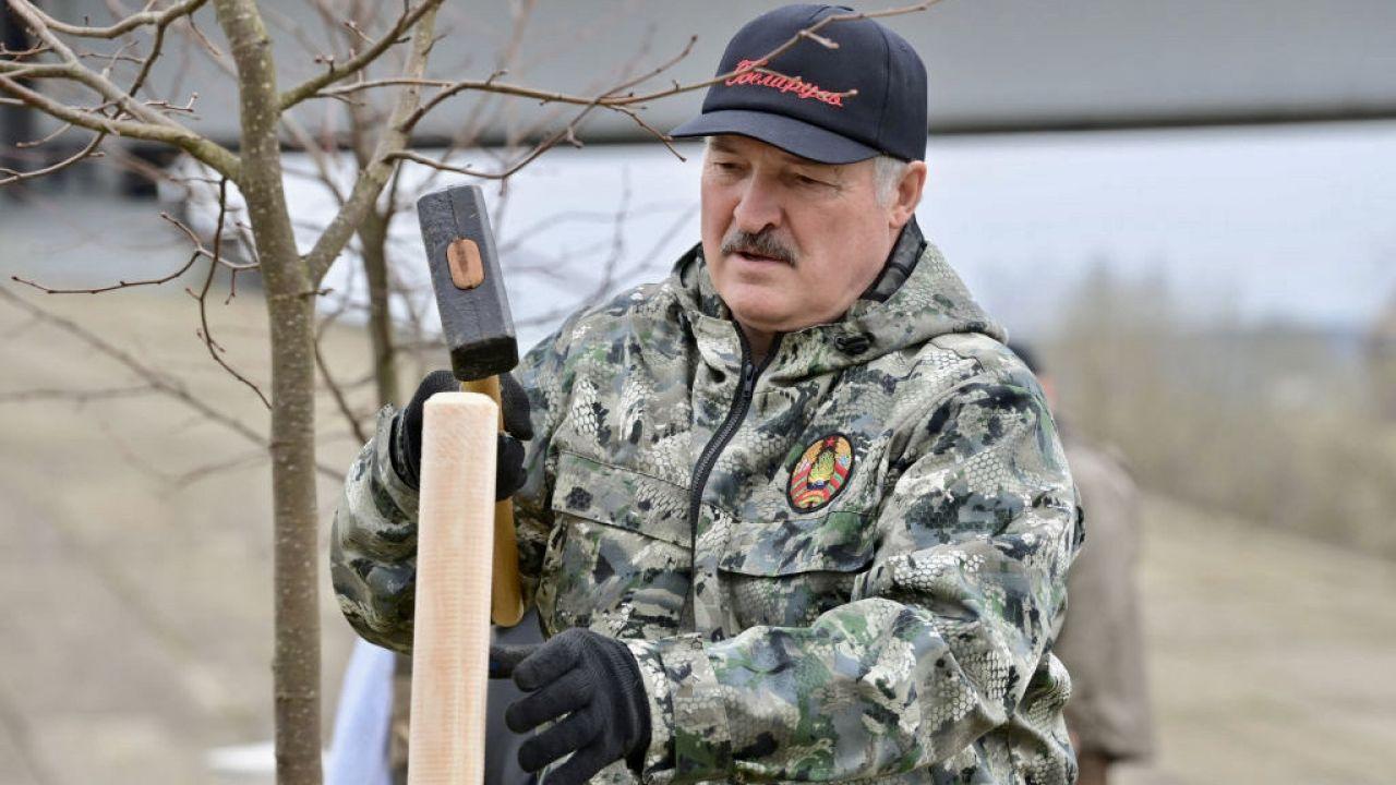 Reżim Łukaszenki zaostrza prześladowania Polaków (fot. Maxim Guchek\TASS\Getty Images)