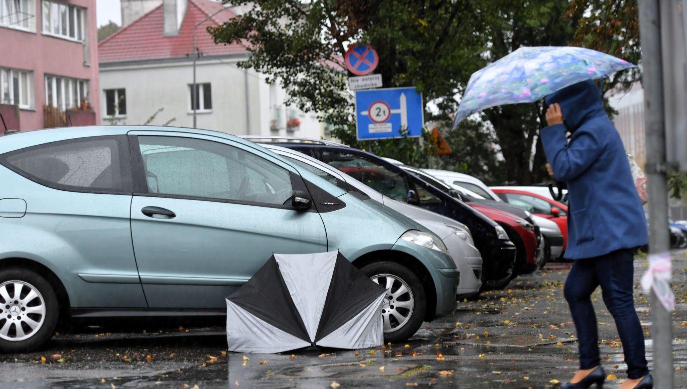 Jest to ostrzeżenie pierwszego stopnia, co oznacza, że przewiduje się warunki sprzyjające wystąpieniu niebezpiecznych zjawisk meteorologicznych (fot. PAP/Marcin Bielecki)