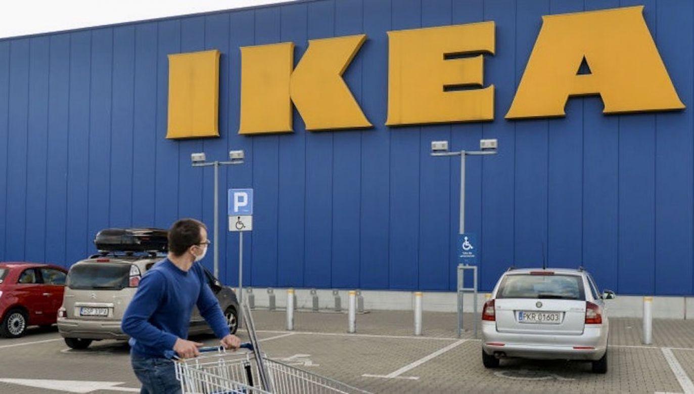 Proces sądowy dotyczy zwolnionego pracownika sklepu IKEA (fot. Artur Widak/NurPhoto via Getty Images)
