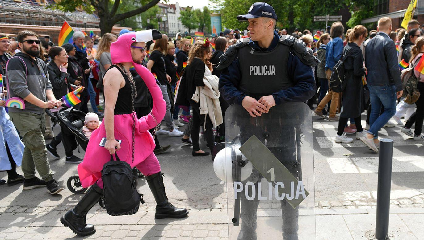 Policja zabezpiecza trasę V Trójmiejskiego Marszu Równości w Gdańsku (fot. arch.PAP/Adam Warżawa)