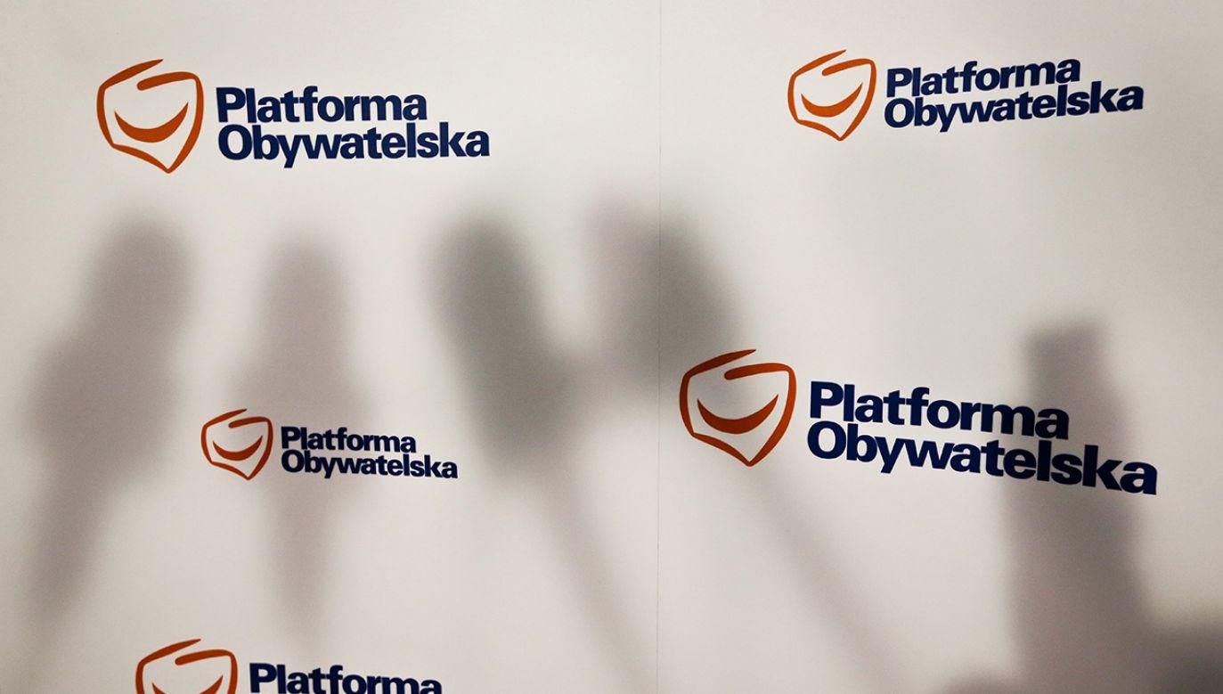 Pojawiające się w sieci zrzuty ekranu wskazują, że prominentni politycy Platformy Obywatelskiej należeli do tajnej grupy hejterskiej (fot. PAP/Rafał Guz)