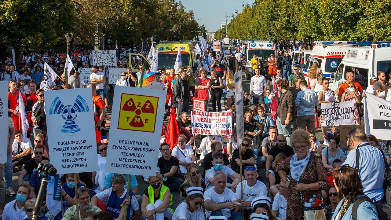 Protest medyków w Warszawie (fot. Forum/Bartosz Rozalski)